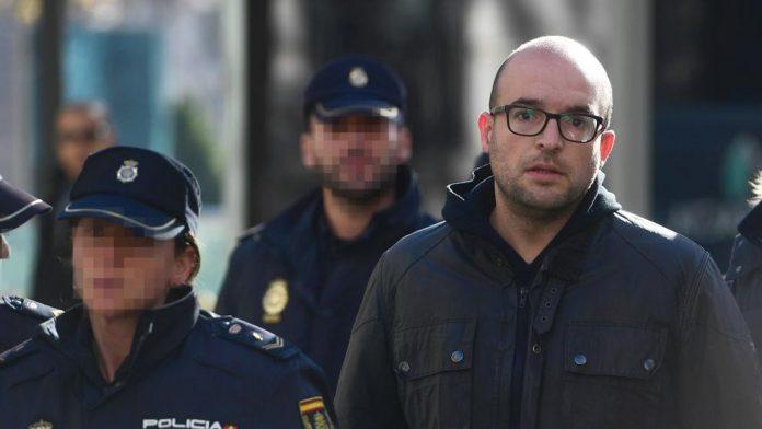 Concejal separatista pide a los catalanes que tosan a los militares 1