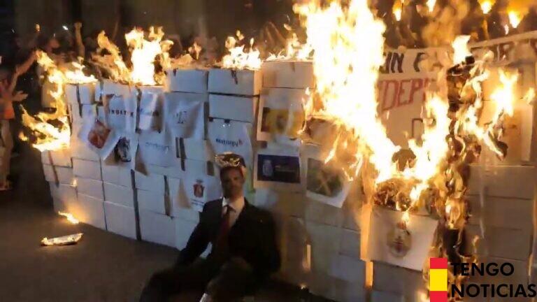 Diada 2020: Separatistas queman un muñeco con la cara del Rey
