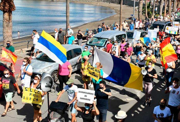 Manifestación en Gran Canaria en contra de la gestión migratoria 1